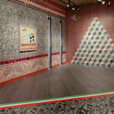 Pompéii MMXII, 2011, au Centre Clark, Montréal. Installation de papier sérigraphié, 715 cm x 366 cm x 389 cm. Photographie: Sébastien Lapointe